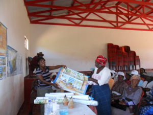 Residents-of-Dordrect-receive-Groundwater-Poster-at-a-Health-Hygiene-workshop